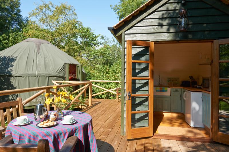 世界のコンテナハウスからみる今後の活用法。リゾート、キャンプやグランピングとの相性の良さ