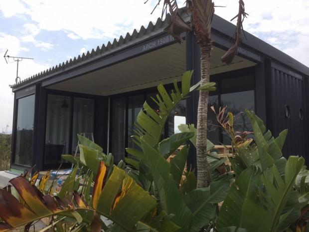 沖縄にできた一室だけのスペシャルなホテルのアイアンコテージ