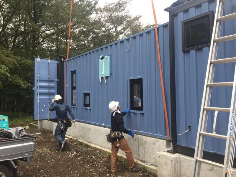 山中湖のコンテナハウスプロジェクトもいよいよコンテナ設置が始まりました!
