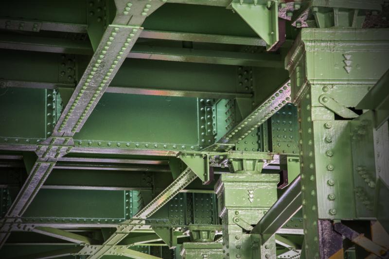 建築鉄骨の材料と工場での製作方法